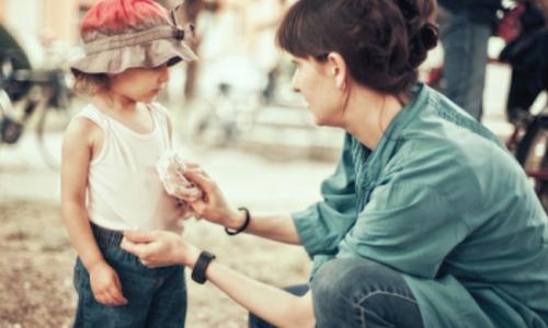 6 dấu hiệu chứng tỏ bạn quá can thiệp vào cuộc sống của trẻ