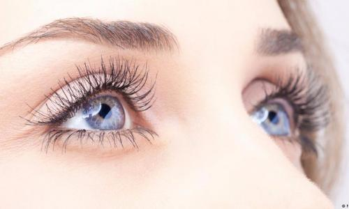 Những thói quen gây hại mắt