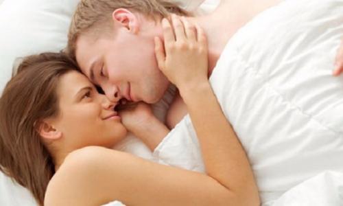 """""""Yêu"""" giúp ngăn ngừa bệnh tim ở nam giới"""