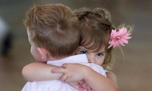 Cứu sinh mạng trẻ khi sinh bằng cái ôm