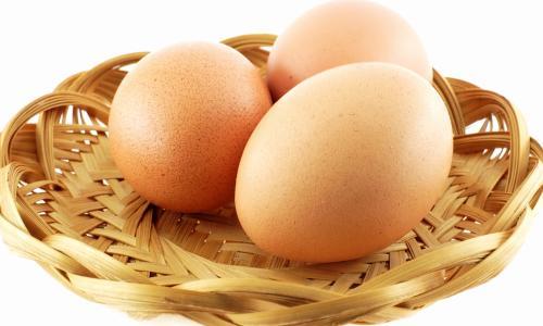 Ăn trứng gà ngải cứu có thể sảy thai