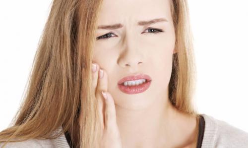Răng hàm bị sâu, có thể tự nhổ ở nhà được không?