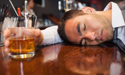 Nhắc nhở nhau về rượu chè và sức khỏe