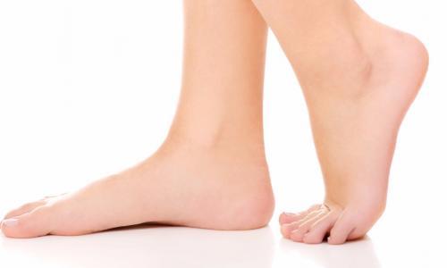 Nâng niu đôi bàn chân