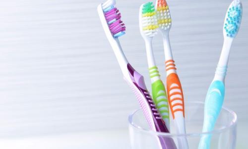 Vệ sinh bàn chải đánh răng như thế nào là đúng cách?