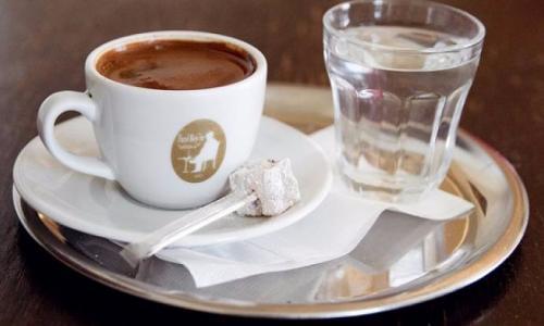 Uống 3 cốc cà phê mỗi ngày giảm nguy cơ tắc nghẽn động mạch?