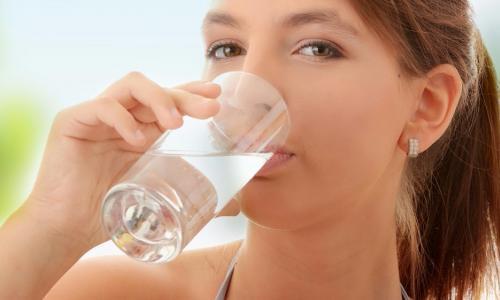 Uống nước lọc giúp giảm cân
