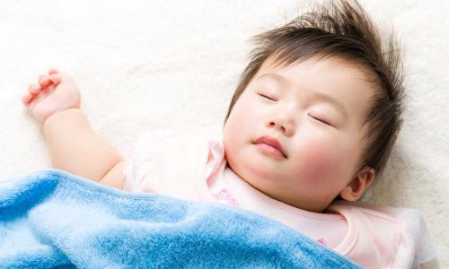 Trẻ ngủ không ngon giấc, có phải còi xương?