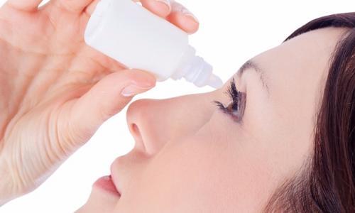 Sử dụng thuốc nhỏ mắt đúng cách