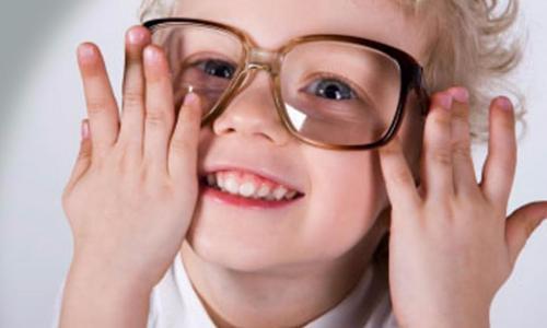 Cách phát hiện sớm trẻ bị cận thị