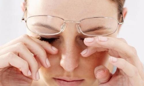Mẹo đơn giản trị mắt ngứa, mỏi