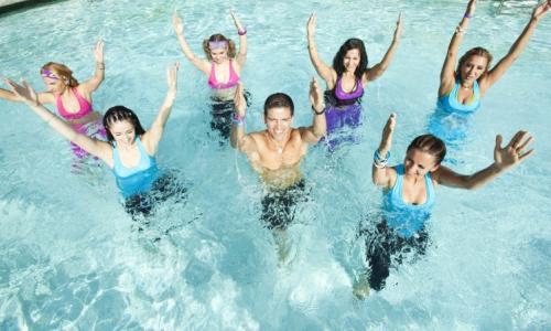Thể dục nhịp điệu dưới nước- môn thể thao lý tưởng cho người đau khớp gối