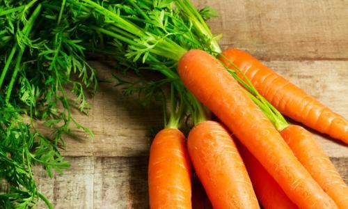 Làm sáng da mặt bằng mặt nạ cà rốt