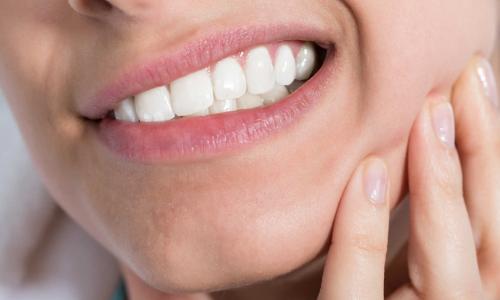 Vì sao cần uống kháng sinh sau nhổ răng?