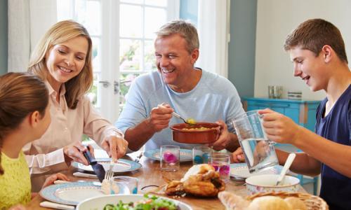 Bữa ăn gia đình - Yếu tố để gia đình hạnh phúc
