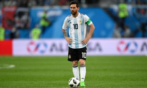 Messi chưa thể là số 10 huyền thoại