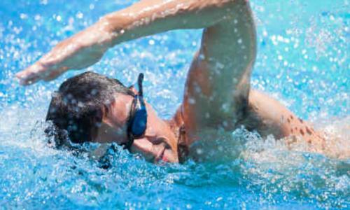 Không tùy tiện dùng thuốc chữa viêm ống tai ngoài do bơi lội