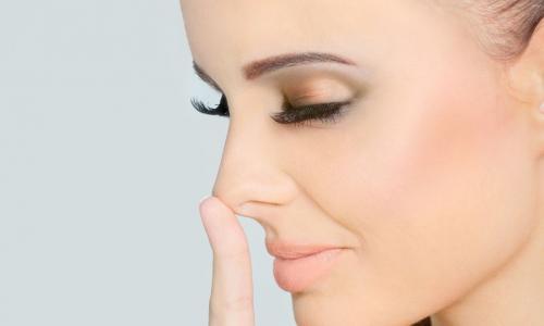 Một phụ nữ bị tắc mạch sau khi tiêm filler nâng mũi