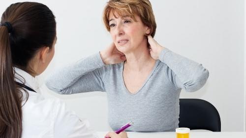 Đừng xem thường bệnh đau vai gáy