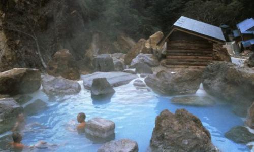 Ai không nên tắm suối nóng?