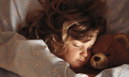 Trẻ bị mộng du có cần chữa trị?