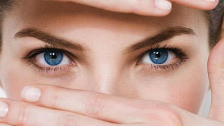 Dịch kính bị vẩn đục có nguy hiểm?