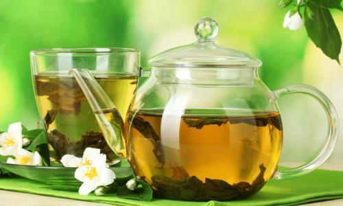 Mang thai có nên uống trà đặc?