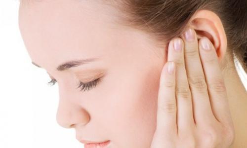 Chảy nước trong tai là bệnh gì?