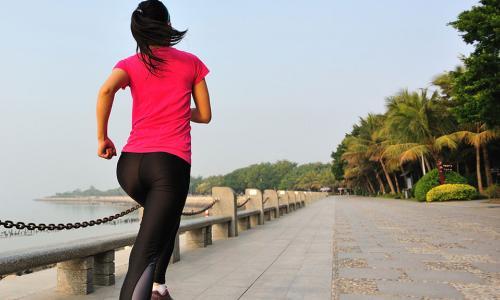 Đau vùng khuỷu tay khi vận động, chữa thế nào?