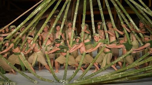 Hướng đi không dễ dàng của sân khấu Việt