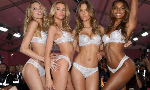 Lộ diện hình ảnh cơ thể người mẫu Victoria Secret sau 12 ngày sinh con
