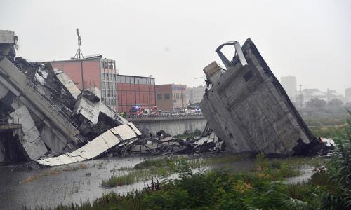 Sập cầu đường bộ, hơn 20 người chết