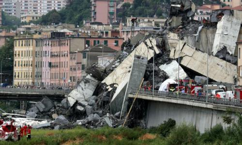 Sập cầu ở Italy, đội cứu hộ tìm kiếm người sống sót trong đêm