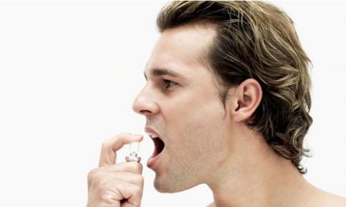 Lạm dụng dung dịch xịt thơm miệng gây hại sức khỏe