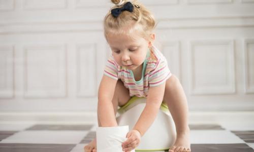 Mách mẹ cách cải thiện tình trạng táo bón ở trẻ nhỏ