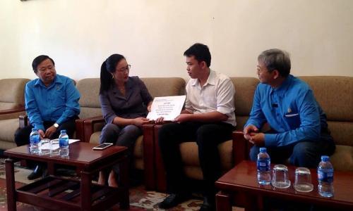 Công đoàn y tế Việt Nam thăm hỏi động viên nữ điều dưỡng bị hành hung