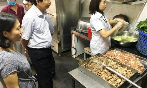Bếp ăn tập thể: Kiểm tra là phát hiện sai phạm