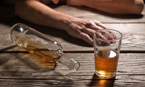 Bố say rượu chém con trai 7 tuổi bị thương