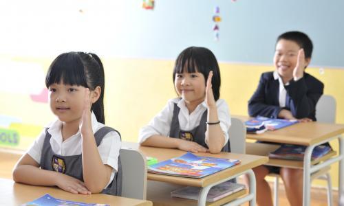 Bố mẹ cần chuẩn bị gì cho trẻ vào lớp một?