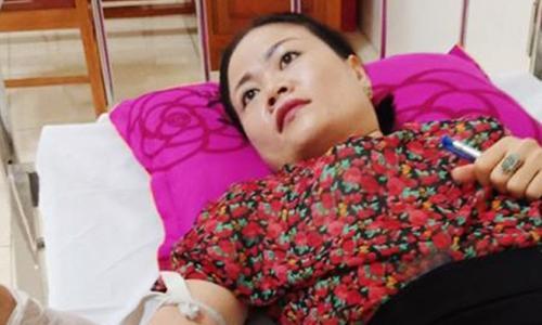 Nhân viên BVĐK Hồng Lĩnh hiến máu cứu bệnh nhân Lào bị xuất huyết tiêu hóa nặng