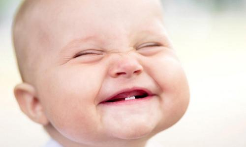 Làm gì khi răng sữa bị sâu?