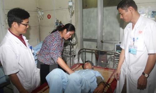 Nữ sinh 15 tuổi sốt nhẹ, đau họng... sau 2 tuần bị yếu liệt toàn thân