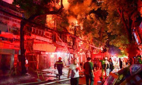 Xóm trọ bất ngờ cháy lại ở Đê La Thành