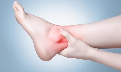 3 động tác đơn giản phòng thoái hóa khớp cổ chân