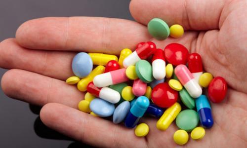 Suýt tử vong vì uống thuốc không theo đơn