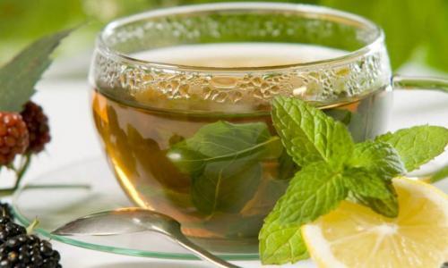 Trà xanh và cà phê, loại nào tốt hơn?