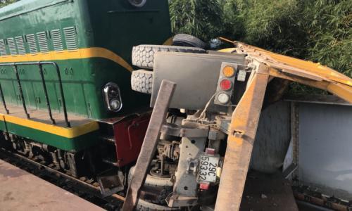Vụ xe tải va chạm tàu hỏa ở Hà Đông 1 nạn nhân phải chuyển lên Việt Đức
