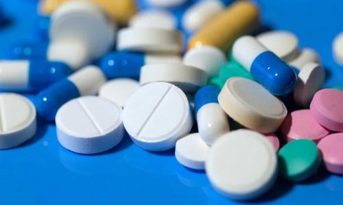 Những thiếu sót người cao tuối hay mắc khi dùng thuốc