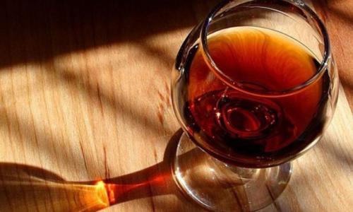 Vụ 2 cậu cháu tử vong sau uống rượu: Rượu chứa độc chất giống có trong cây lá ngón