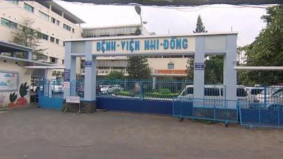 Phó Thủ tướng Vũ Đức Đam thị sát việc chống dịch tay chân miệng tại BV Nhi Đồng 1